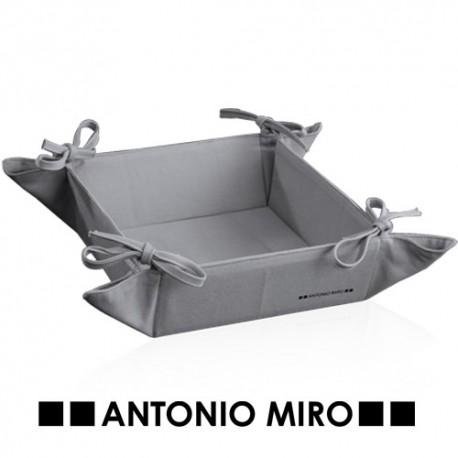 Panera con lazos en las esquinas de la prestigiosa mara de Antonio Miró