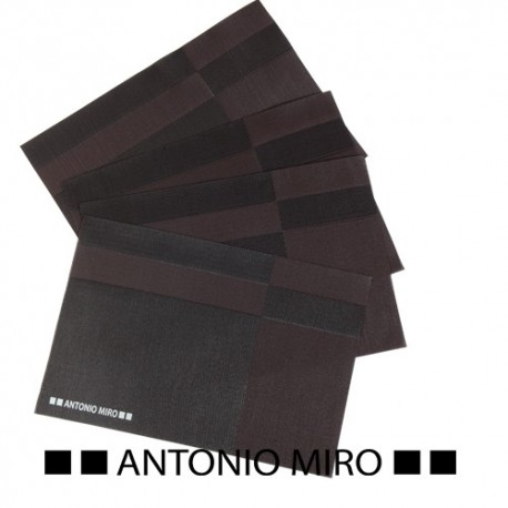 Set de 4 salvamanteles de la prestigiosa marca Antonio Miró.