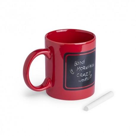 Taza de cerámica roja con pizarra