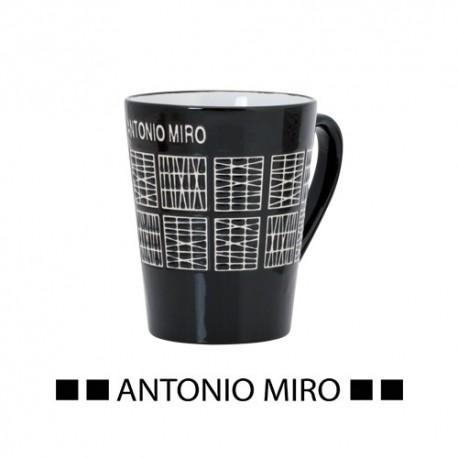 Tazas de cerámica de 350 ml. de color negro y blanco en el interior.