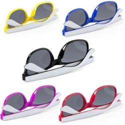 Gafas de sol con monturas bicolor.