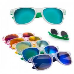 Originales gafas de sol con lentes de color.