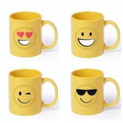 Divertida taza de color amarillo con emoji dibujados; con gafas de sol, sonrisa, guiño y ojos de corazón.